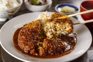 お肉とチーズがあふれ出す!魚沼の食堂「蘭奈」で重量感抜群のメンチカツを食べてみた!